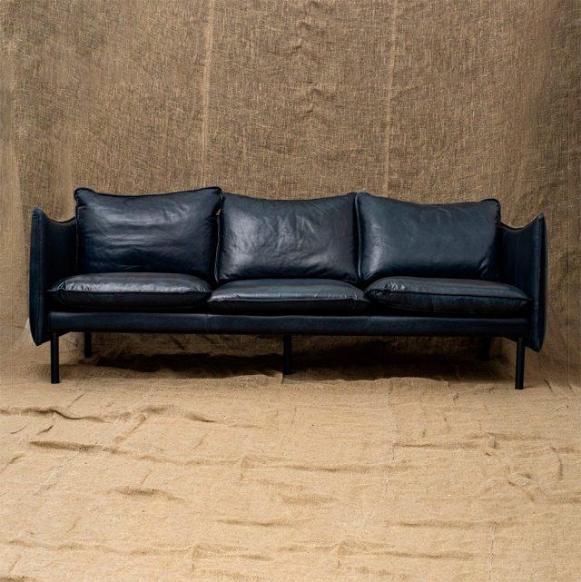 Трехместный диван Scandinavia Black Leather